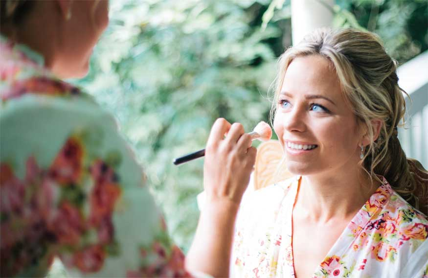 Take A Cue From The Latest Makeup And Hair Trends Try Pairing Soft Eye Look With Long Lasting Liquid Lipstick For Beautiful That Won T Budge